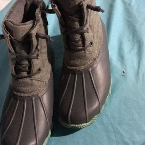 Water resistant woman's duck boots like new